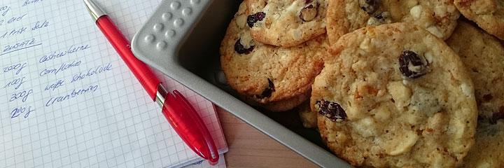 helle-schoko-cookies-mit-cranberries