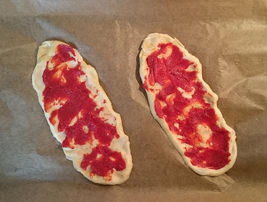 laugenstange-plattgemacht-belage-schritt-1-tomatenmark