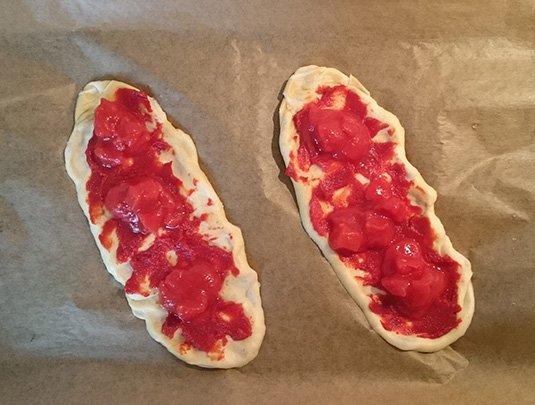 laugenstange-plattgemacht-belage-schritt-2-tomate